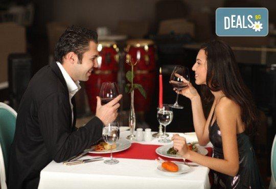 Плато с хрупкави панирани калмари за двама и 2 чаши вино от ресторанта - бяло, червено или розе по избор, BG Wine Bar - Снимка 2