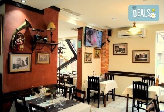 Плато с хрупкави панирани калмари за двама и 2 чаши вино от ресторанта - бяло, червено или розе по избор, BG Wine Bar - Снимка 5