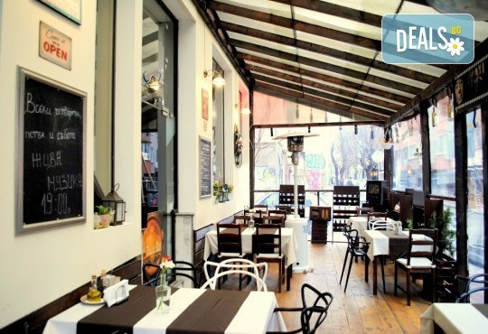 Агнешко печено със свежа салата, печени картофки и бутилка вино по избор от ресторанта в BG Wine Bar - Снимка 4