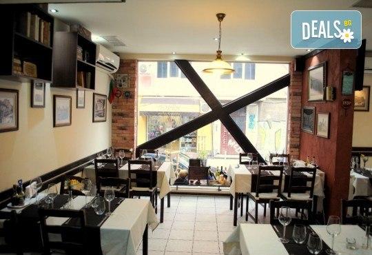 Агнешко печено със свежа салата, печени картофки и бутилка вино по избор от ресторанта в BG Wine Bar - Снимка 6