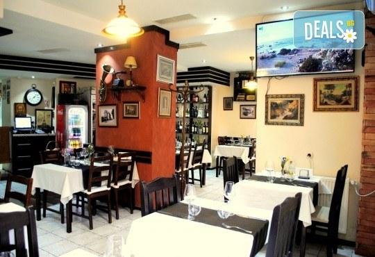 Агнешко печено със свежа салата, печени картофки и бутилка вино по избор от ресторанта в BG Wine Bar - Снимка 7