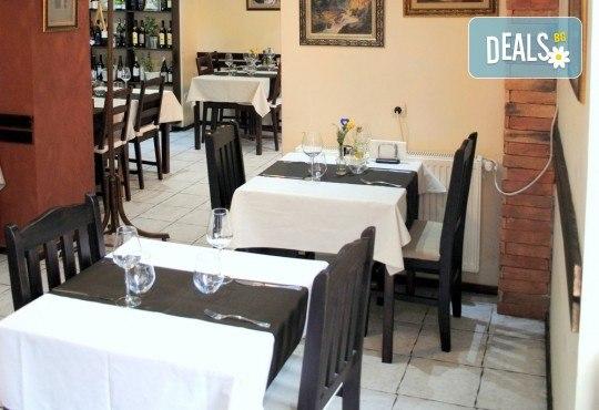 Агнешко печено със свежа салата, печени картофки и бутилка вино по избор от ресторанта в BG Wine Bar - Снимка 9
