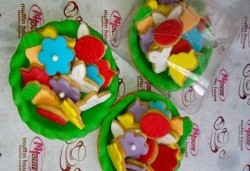 Перфектният подарък за Великден! 3 големи тарталети с шарени великденски бисквити от майстор-сладкарите на Muffin House! - Снимка