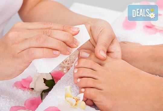За красиви и здрави нокти! Направете си медицински педикюр в салон за красота Емоция! - Снимка 2