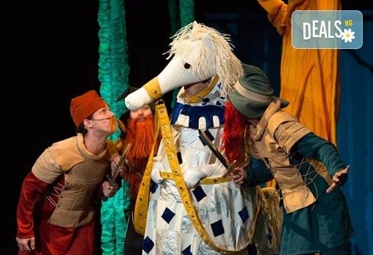На 2 април гледайте смешна и забавна - Приказка за Рицаря без кон! В Младежки театър от 11ч., 1 билет - Снимка 1