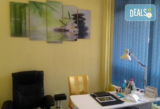 5 процедури антицелулитни мануални и апаратни масажа с вибромасажор на цели крака и седалище, пилинг на три зони в салон Bellissima Donna - Снимка 4