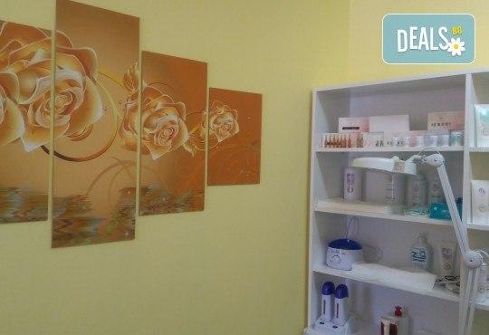 5 процедури антицелулитни мануални и апаратни масажа с вибромасажор на цели крака и седалище, пилинг на три зони в салон Bellissima Donna - Снимка 7