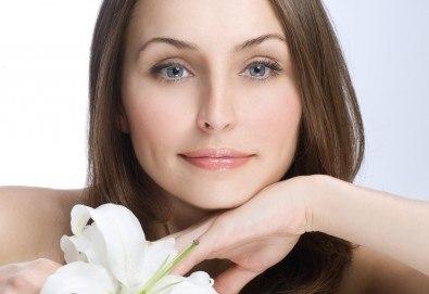 Лифтинг (хигиенно-козметичен) масаж на лице, шия и деколте и маска в салон Bellissima Donna - Снимка