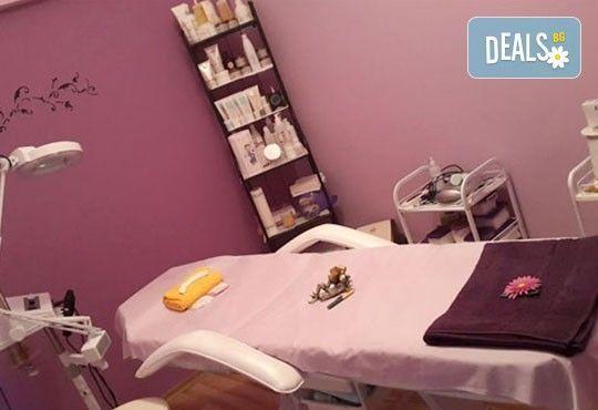Подмладете кожата си с дълбока кислородна терапия за лице, масаж на лице и бонус окси маска в студио Д&В! - Снимка 11
