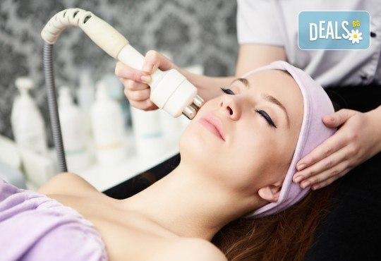 Нежна терапия с Есцин за чувствителна кожа, масаж на лице и ултразвукова почистване в студио Д&В! - Снимка 1