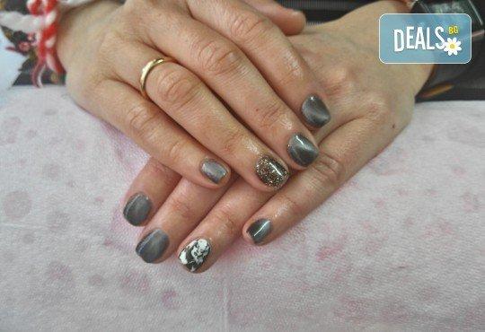 Класически или френски маникюр с гел лак Bluesky, 2 декорации с печати по избор и камъни с елементи на Swarovski, финален масаж на ръце от Dils Studio - Снимка 2