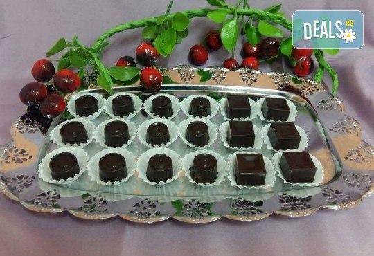 18 броя ръчно изработени шоколадови бонбони с домашен течен шоколад - специално предложение от сладкарница Черешка - Снимка 1