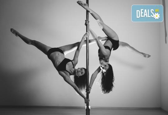 Опитайте нещо ново и нетрадиционно! 2 посещения по ваш избор: пол денс, екзотик пол денс или въздушна акробатика (обръч и воали) в Pole Dance Bulgaria! - Снимка 2