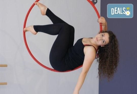 Опитайте нещо ново и нетрадиционно! 2 посещения по ваш избор: пол денс, екзотик пол денс или въздушна акробатика (обръч и воали) в Pole Dance Bulgaria! - Снимка 4