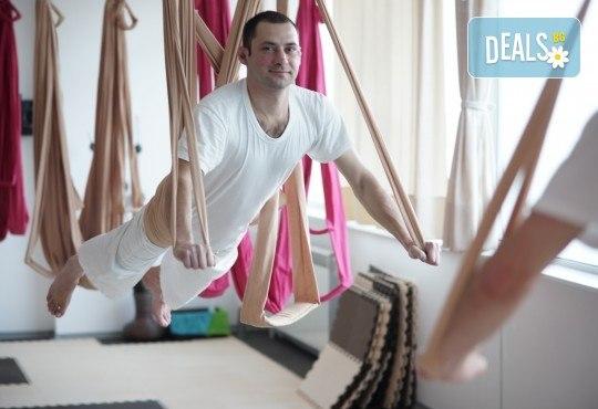 Опитайте нещо ново и нетрадиционно! 2 посещения по ваш избор: пол денс, екзотик пол денс или въздушна акробатика (обръч и воали) в Pole Dance Bulgaria! - Снимка 7