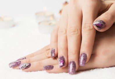Дълготраен SPA маникюр с гел лак SNB Professional или BlueSky, масаж на ръцете + подарък 4 арт декорации, запечатани с UV топ лак от Superlativ Beauty House! - Снимка