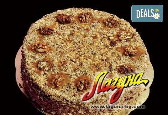 Френска селска торта: медени блатове, заквасена сметана и орехи от Виенски салон Лагуна! Предплатете сега 1 лв! - Снимка 2