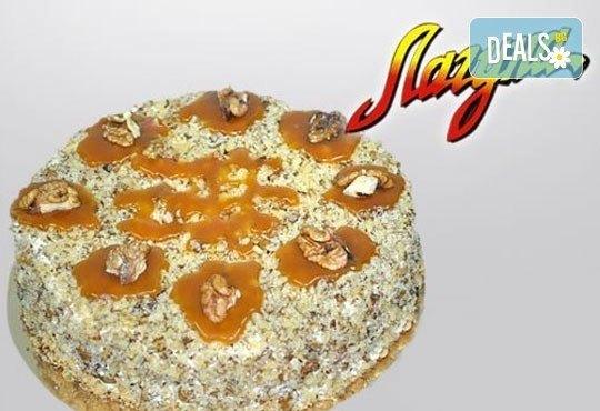 Френска селска торта: медени блатове, заквасена сметана и орехи от Виенски салон Лагуна! Предплатете сега 1 лв! - Снимка 1