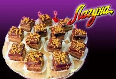 Виенски салон Лагуна Ви предлага 15 броя вкусни петифури с вкус по Ваш избор - баварски или шоколадов крем! - Снимка