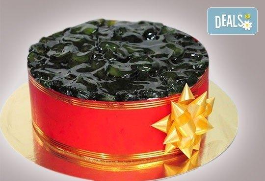 Еклерова торта по избор: с малини, смокини, ягоди или къпини от Виенски салон Лагуна! Предплатете сега 1лв. - Снимка 3