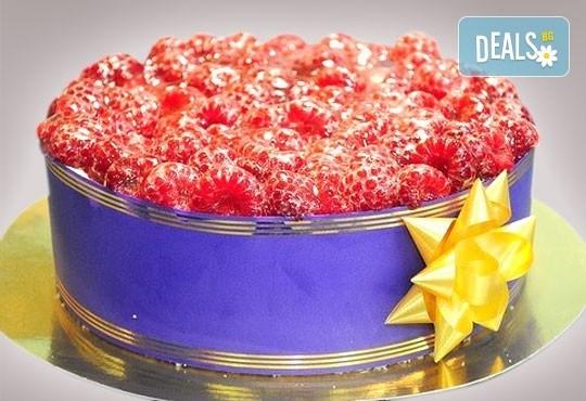 Еклерова торта по избор: с малини, смокини, ягоди или къпини от Виенски салон Лагуна! Предплатете сега 1лв. - Снимка 4