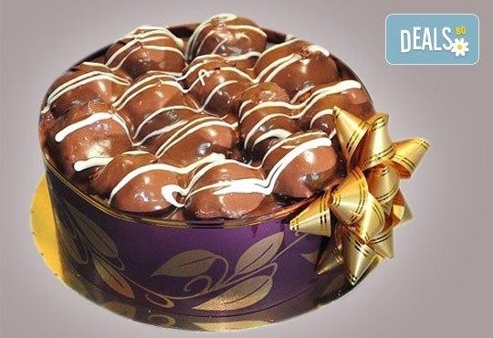 Еклерова торта по избор: с малини, смокини, ягоди или къпини от Виенски салон Лагуна! Предплатете сега 1лв. - Снимка 1