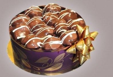 Еклерова торта по избор: с малини, смокини, ягоди или къпини от Виенски салон Лагуна! Предплатете сега 1лв. - Снимка