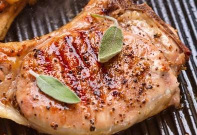 Две пържоли на супер цена! Свинска вратна пържола и пилешко филенце с домашни картофки и лютеница от Ресторант BALITO! - Снимка