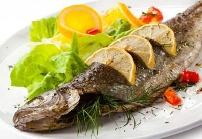 Кулинарен круиз за двама! Две порции Норвежка скумрия с гарнитура в Ресторант BALITO! - Снимка