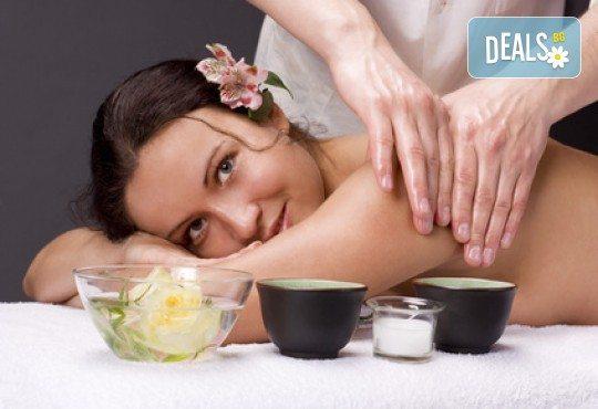 80 минути релакс! Болкоуспокояващ шиацу масаж на цяло тяло с билкови масла, масаж на глава и рефлексотерапия от масажно студио Frictio! - Снимка 1