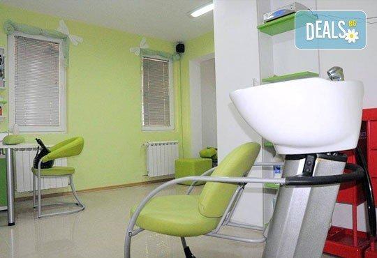 Боядисване с боя на клиента, измиване и терапия с продукти за запазване на цвета и подсушаване в салон Make Trix! - Снимка 4
