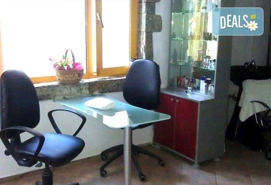 Отпуснете се с релаксиращ масаж на гръб и антистрес масаж на скалп в салон Addicted To Style, Варна! - Снимка 4