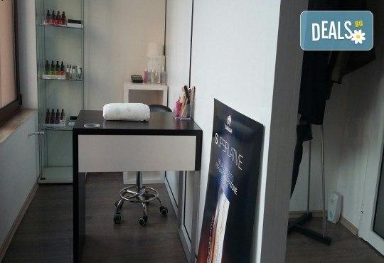 Маникюр с лак SNB Professional и 2 рисувани арт декорации от салон Superlativ Beauty House - Снимка 5