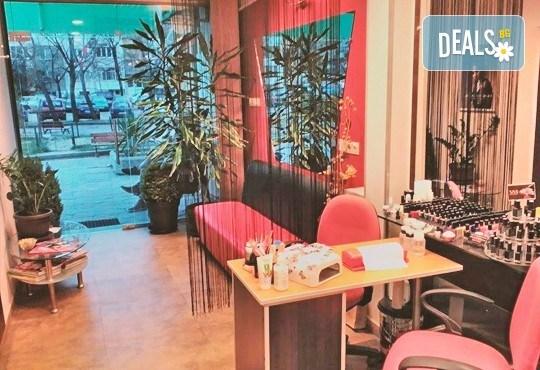 Диамантено микродермабразио, хидратираща терапия, хиалуронов серум и ампула с колаген в салон за красота Респект - Снимка 4
