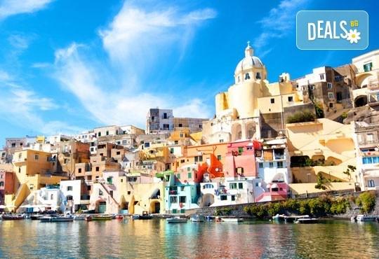 Екскурзия до Неапол, Италия на дата по избор! 3 нощувки, закуски, самолетен билет, летищни такси и застраховка от Z Tour - Снимка 1