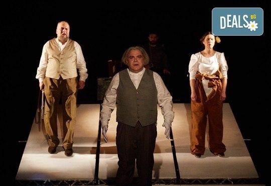 На театър! Гледайте Човекът, който искаше на 27-ми април (четвъртък) в МГТ Зад канала! - Снимка 9