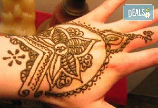 Покажете своята индивидуалност! Вземете ваучер за временна татуировка с индийска къна от Студио МатуреАрт - Снимка 1