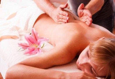 50-минутна японска масажна терапия на гръб и терапия на лице с билкови масла в Център за красота и здраве - Пловдив! - Снимка