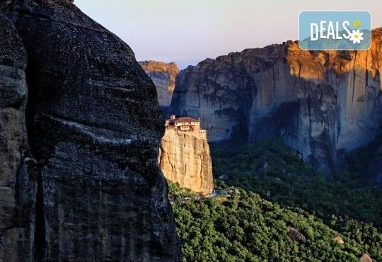 Екскурзия до Гърция с посещение на Солун и Метеора: 2 нощувки със закуски в хотел 2* на Олимпийската Ривиера, транспорт и екскурзовод от агенция Поход! - Снимка 1