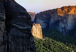 Екскурзия до Гърция с посещение на Солун и Метеора: 2 нощувки със закуски в хотел 2* на Олимпийската Ривиера, транспорт и екскурзовод от агенция Поход! - Снимка