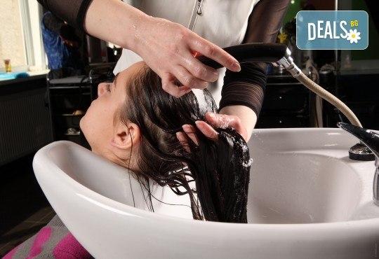 Масажно измиване, грижа за косата с продукти на Matrix, изправяне с арганови плочи, къдрици или ретро преса в студио за красота Магнолия! - Снимка 3