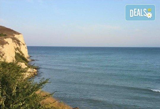 Великден за ДВАМА на брега на морето! Посрещнете Великденските празници с 2 нощувки, 2 закуски и една вечеря по тристепенно меню за двама в Къща за гости Наш дом - Каварна! - Снимка 3