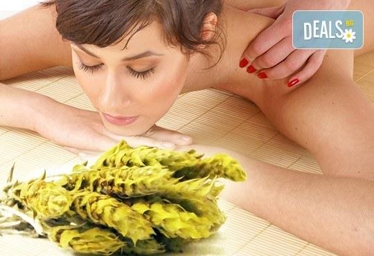 Подарете с любов! Болкоуспокояващ масаж на гръб или цяло тяло с мурсалски чай, терапия топло билково килимче, зонотерапия, чаша билков чай в Senses Massage & Recreation! - Снимка 1
