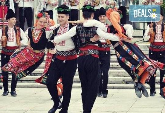 В ритъма на българския танц! 8 посещения за начинаещи в клуб по народни танци Фолклор БГ в Пловдив - Снимка 1