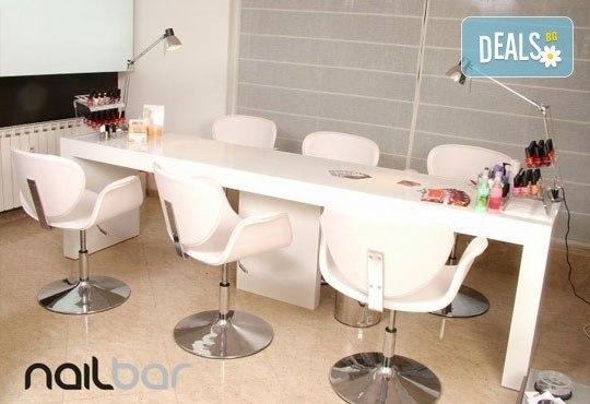Копринени мигли! Удължаване и сгъстяване на мигли чрез метода косъм по косъм в салон Nail Bar! - Снимка 7