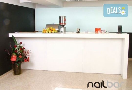 Копринени мигли! Удължаване и сгъстяване на мигли чрез метода косъм по косъм в салон Nail Bar! - Снимка 8