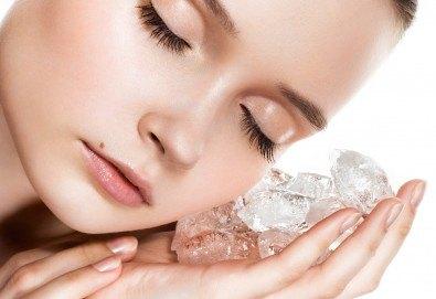 За красиво и сияйно лице! Дълбоко комбинирано почистване на лице, лед маска и бонус - почистване на горна устна с конец в салон Nail Bar! - Снимка
