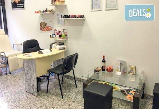 Комбинирана процедура за красиви ръце и коса! Маникюр с гел лак SNB или лакове OPI, 2 декорации и премахване на цъфтежите с полировчик от Ивелина студио! - Снимка 5