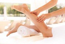 Един час лечебен масаж чрез физиотерапевтични и кинезитерапевтични техники при болки в опорно-двигателния апарат в Алфа Медика! - Снимка