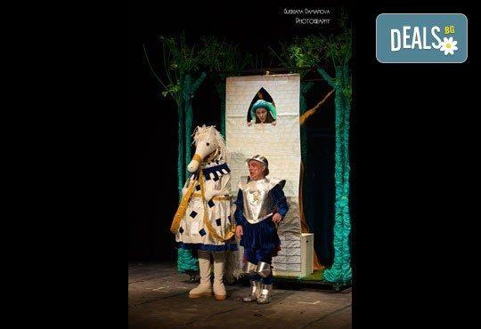 Гледайте смешна и забавна Приказка за Рицаря без кон! В Младежки театър на 29.04. от 11ч., 1 билет - Снимка 7
